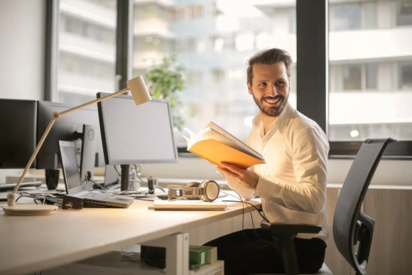 Man enrolled in Online LIVE training session