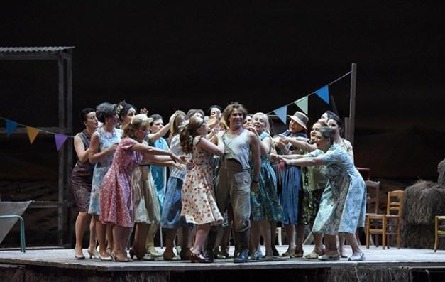 Vincent-Pontet---Opera-national-de-Paris-L-Elisir-d-amore-15-16--c--Vincent-Pontet---OnP--22--1600