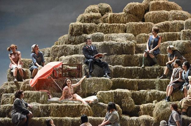 Vincent-Pontet---Opera-national-de-Paris-L-Elisir-d-amore-15-16--c--Vincent-Pontet---OnP--8--1600