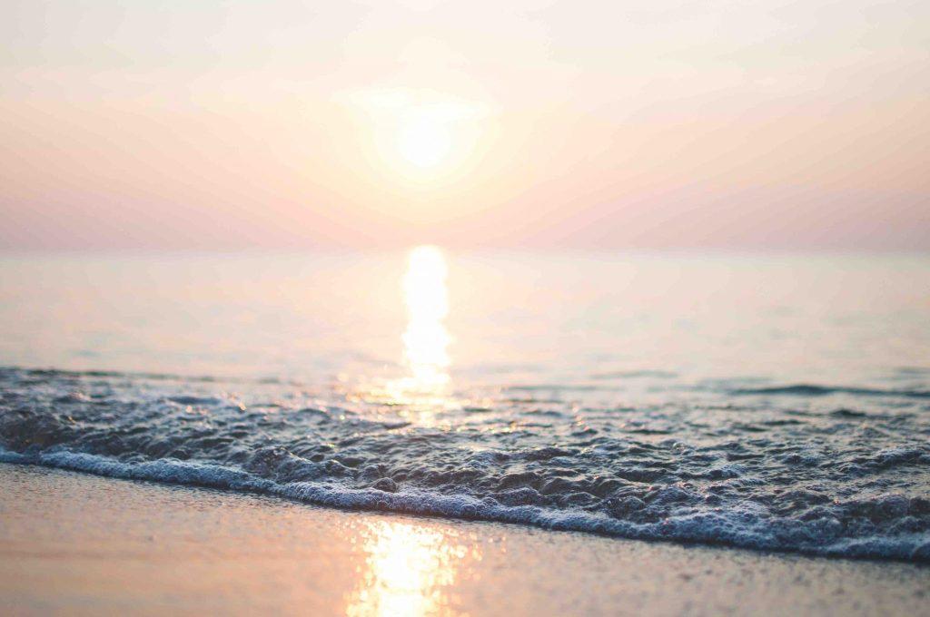 Zonsondergang in zee Evia Griekenland