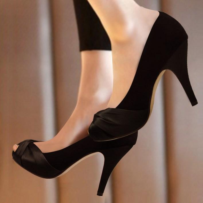 الأحذية السوداء الكلاسيكية ، سر كل مرأة أنيقة !