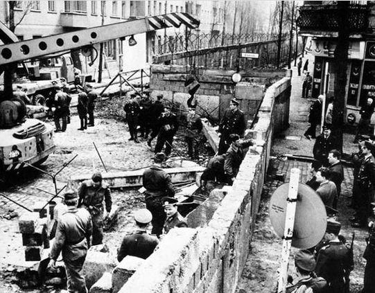 بناء جدار برلين 1961