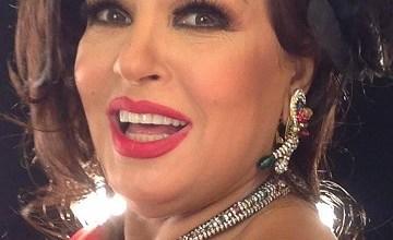 فيديو للفنانة فيفي عبدو ترد بعد سحب جائزة الام المثالية منها