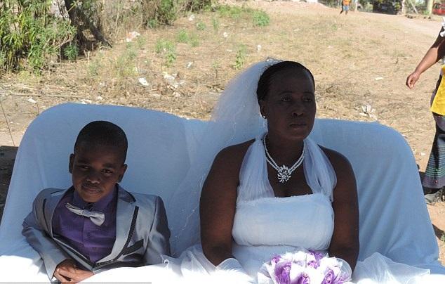 ستينية تتزوج طفل 1
