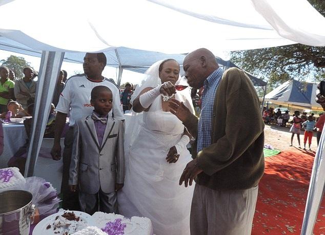 ستينية تتزوج طفل 2