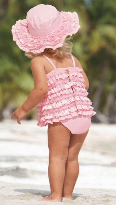 تشكيلات جذابة لملابس السباحة