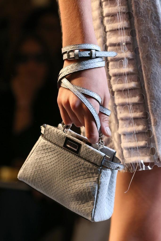 حقيبة يد رمادية