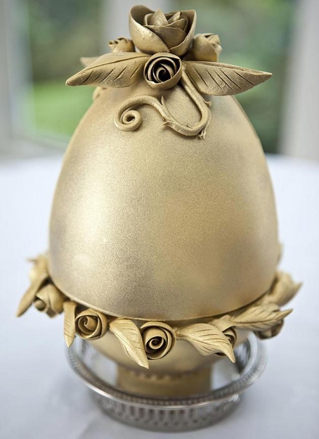 طبق من البودنح على شكل بيضة