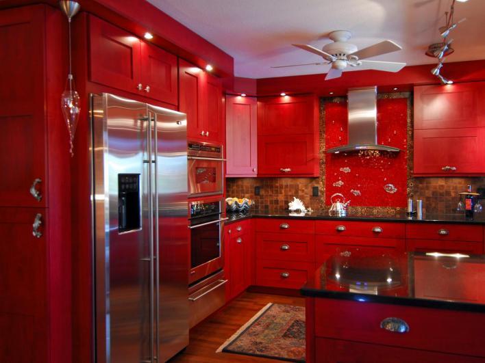 مطبخ أحمر