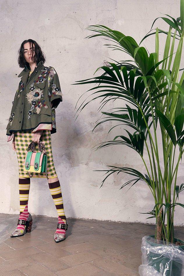 تعرّفي على موضة الجوارب الطويلة البديلة للحذاء الطويل لربيع 2018