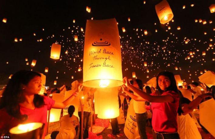 طلاب يحطمون الرقم القياسي بعدد المصابيح الهائمة في سماء الفلبين