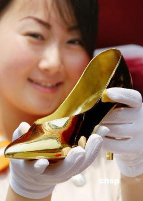 أحذية من الذهـــب في الأسواق ..!!