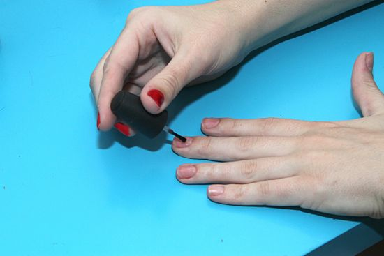 550px-Paint-Polka-Dot-Nails-with-a-Toothpick-Step-1