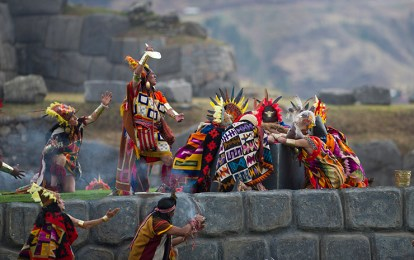Since 1944 a theatrical representation of the Inti Raymi has been taking place, an event that attracts thousands of both tourists and locals. It brings together hundreds of actors dressed in traditional costumes. Photo credit: Watana