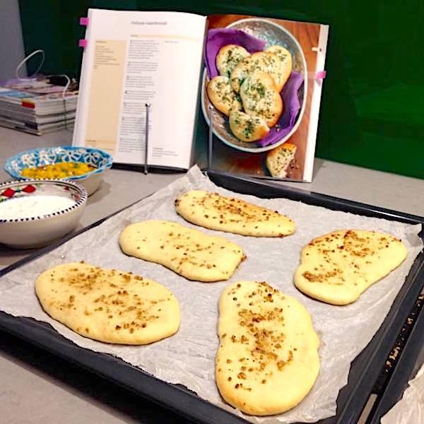 Indiaas naanbrood met knoflook en koriander