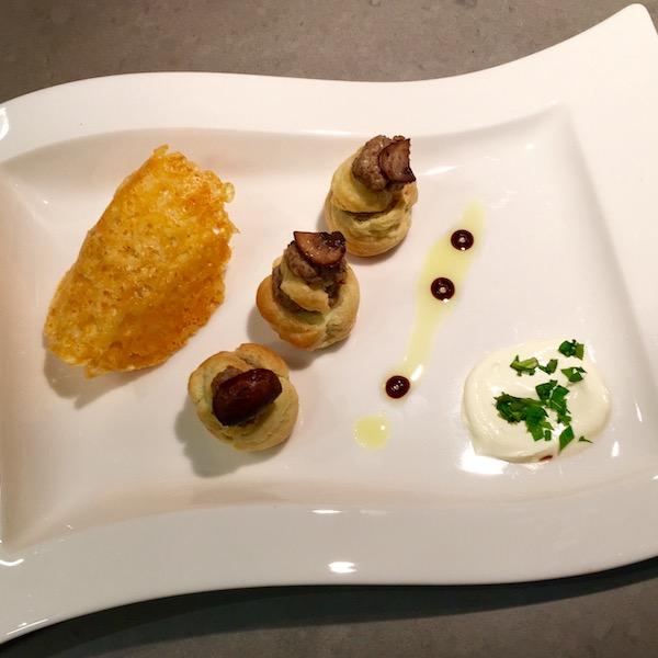 Italiaanse soesjes gevuld met paddenstoelen- crème