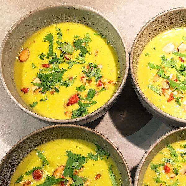 Mais-preisoep met groene curry en kokosmelk