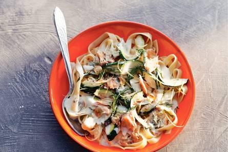 Tagliatelle met courgette en tonijn