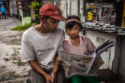 Photo Indonesia Newspaper Reading Blind Leading Blind Ooaworld