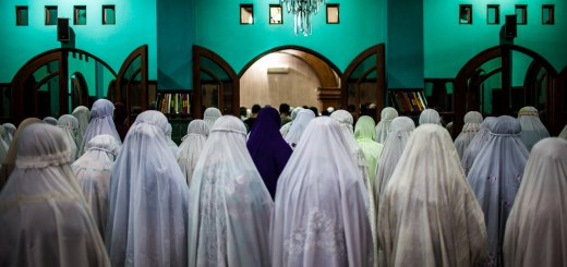 Photo Muslim Women Morning Prayer Mosque Ooaworld