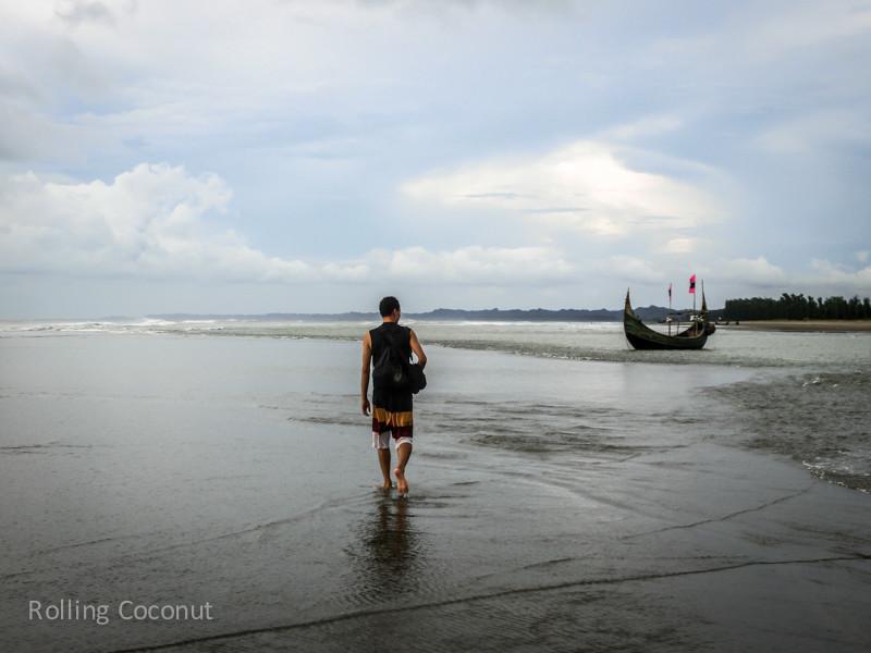 Bangladesh Cox's Bazar Inani Beach Walking ooaworld Rolling Coconut Photo Ooaworld