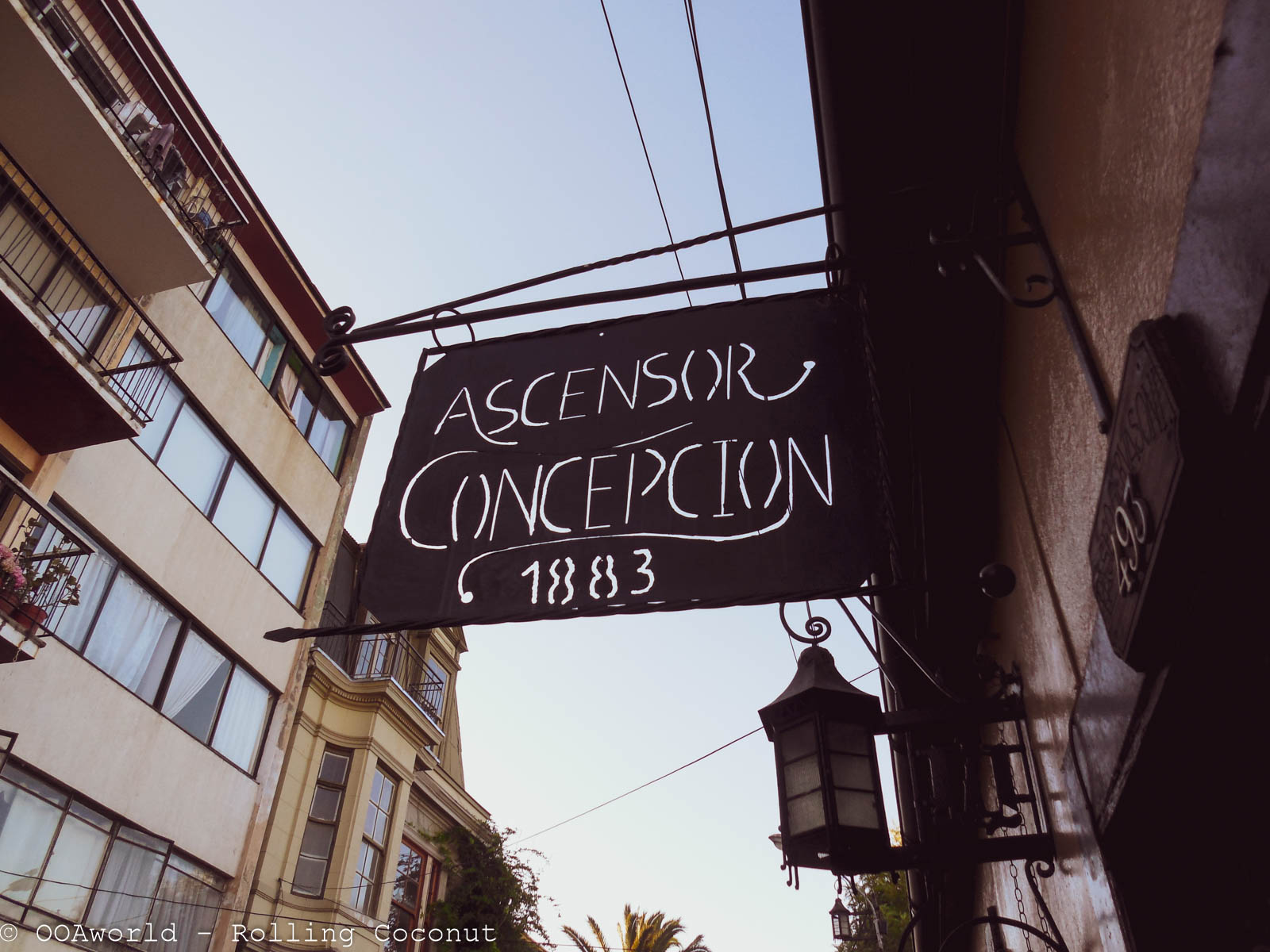 Ascensor Concepcion Station Valparaiso Chile - Photo Ooaworld Rolling Coconut