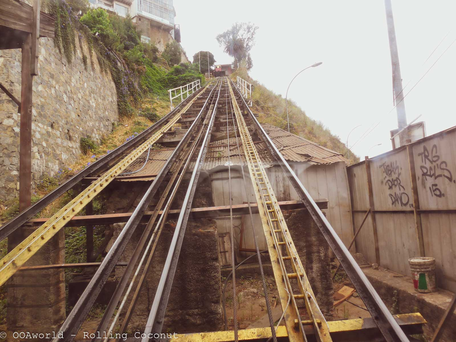 Ascensores Going Up Valparaiso Chile - Photo Ooaworld Rolling Coconut