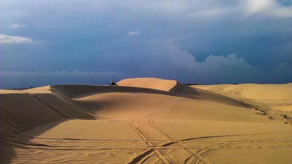 mui ne sand dunes vietnam photo ooaworld Rolling Coconut