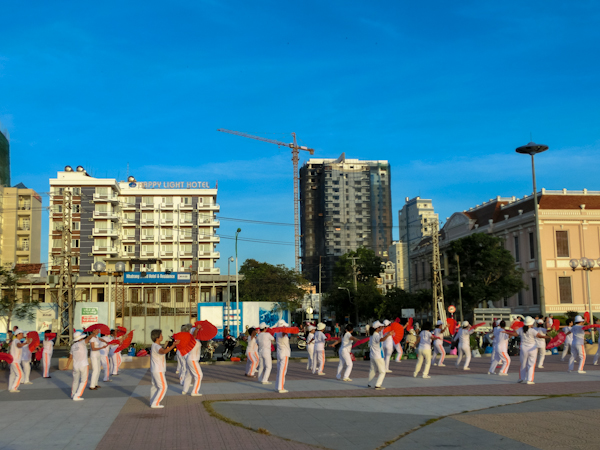 nha trang vietnam ladies morning workout photo ooaworld Rolling Coconut