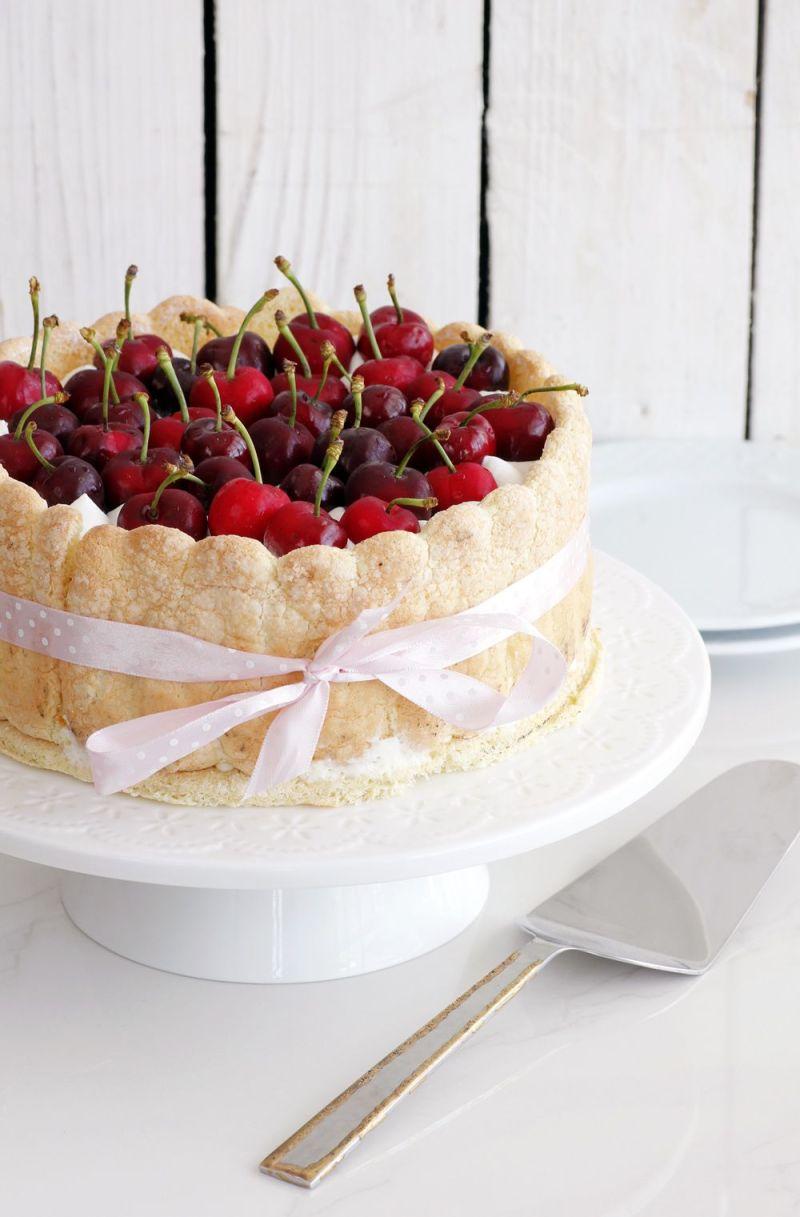 עוגת שארלוט דובדבנים