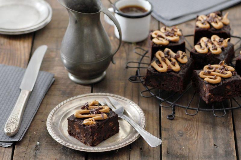 בראוניז טבעוניים עם שוקולד וחמאת בוטנים