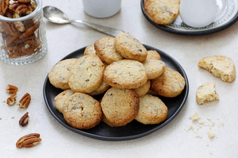 עוגיות שוקולד לבן עם קוקוס ופקאן