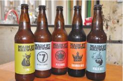 手土産にも喜ばれそうなお洒落なボトルの オリジナルビールもショップで販売。1本 $4.97 ~ 5.69