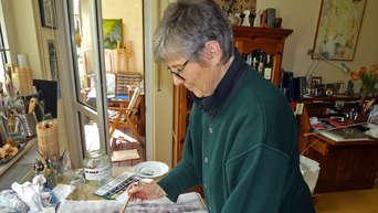 Malerin In Ihrem Atelier Malerei Stockfotografie Alamy