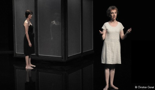 La Nuit Les Brutes - Anne Alvaro & Clotilde Mollet feet in water