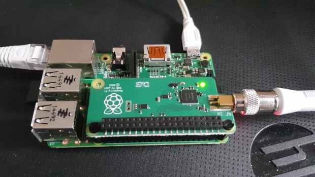 How to Use the Raspberry Pi TV HAT to Create a Vintage TV