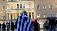 Riceviamo e diffondiamo  La sera del 24 giugno (secondo giorno dello sciopero di massa della fame di più di 3.800 carcerati in tutta la Grecia, tra cui una sessantina di anarchici) c'è stata un'azione contro le carceri davanti all'abitazione di Antonias Samaras, Primo Ministro greco, nel quartiere periferico Kifissia nella zona nord di Atene. I compagni hanno diffuso volantini contro la repressione nelle strade e hanno urlato slogan come: Ascoltate bene carcerieri, giù le mani dai combattenti! Lo Stato chiama canaglie i combattenti – canaglie sono gli squadroni anti-rivolta e i poliziotti in borghese! Lo Stato e il […]