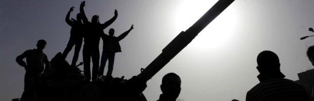 """Redazione di Operai Contro, l'ex dittatore Hosni Mubarak, ex presidente dell'Egittodeposto nel 2011, uscirà di prigione: l'autorità giudiziaria ha disposto lascarcerazione. L'assassino Mubarak""""riavrà indietro il suogrado militare"""" di generale e """"andrà entro due giorni a casa o in un ospedale militare"""". I militari al potere stabiliscono che possono compiere stragi e saranno impuniti. Questa è il vero volto della borghesia democratica egiziana Il criminale di guerra Obama continuerà a fare affari con i militari egiziani Continua la guerra civile. Dopo le 79 vittime di sabato nel corso delle operazioni di sgomberodella moschea al-Fath e i 38 Fratelli musulmani morti […]"""