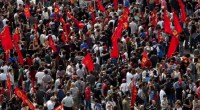 """""""Arresteremo chi manifesta""""! Erdogan il capo del governo turco, annuncia il pugno di ferro contro le manifestazioni. """"Non potete occupare Taksim, come avete fatto l'anno scorso, dovete rispettare la legge"""", ha detto Erdogan durante un discorso a Istanbul di fronte a migliaia di suoi sostenitori. """"Se ci andate"""", ha avvertito """"alle nostre forze sicurezza sono state date istruzioni chiare"""". Per ordine dello stesso Erdogan è stato aumentato il turno di lavoro di ogni agente a 12 ore. Rinforzi sono arrivati negli ultimi giorni da 11 province del paese. Al momento intorno piazza Taksim e nelle strade limitrofe agiscono migliaia […]"""