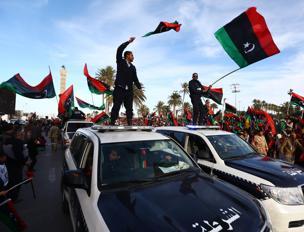 Redazione di Operai Contro, L' aviazione Egiziana dell'assassino AL-SISI continua a massacrare i civili in Libia. Ma gli USA hanno franato la richiesta di un intervento militare in libia fatta da Renzi e Hollande. I motivi sono diversi: – Un azione militare dei padroni occidentali unificherebbe le varie formazioni di giovani mussulmani che agiscono in Siria – AL-SISI può continuare a massacrare i civili libici, ma vede crescere l'opposizione in egitto – Al Sisi non è in grado di mandare soldati a combattere i giovani mussulmani libici – Una guerra in Libia richiederebbe almeno 100 mila uomini, ma nessuno […]
