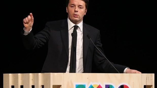 """Redazione di Operai Contro, Una volta avevamo il pregiudicato Berlusconi, che al tempo in cui era il comico del Battaglino, ci invitava all'ottimismo. Ora abbiamo il gangster Renzi """"Per l'Italia il 2015 """"è un anno felix, che non vuol dire semplicemente felice, ma fertile"""" un anno in cui """"ci sono tutte le condizioni per tornare a correre"""". Non è la prima volta che il presidente del Consiglio, Matteo Renzi, cerca di infondere fiducia ma questa volta cita – all'Hangar Bicocca di Milano nel corso di un incontro in preparazione dell'esposizione universale – ogni elemento di ottimismo. Una linea condivisa […]"""