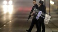 """Redazione, in USA i manifestanti si armano. La polizia dei padroni è peggiore della mafia siciliana Chi vuol manifestare si deve proteggere Un amico ANSA Torna a salire alle stelle la tensione a Ferguson, in Missouri, dove due agenti sono stati raggiunti da alcuni colpi di arma da fuoco esplosi durante una manifestazione davanti al dipartimento di polizia. Immediatamente ricoverati in un ospedale della vicina St.Louis, le loro condizioni sarebbero """"molto serie"""". Anche se secondo alcune fonti delle forze dell'ordine non sarebbero in pericolo di vita. Gli unici dettagli diffusi ufficialmente dalle autorità sono che uno degli agenti, di […]"""