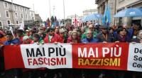 """Redazione di operai contro, A Roma hanno manifestato dietro lo striscione con la scritta 'Mai più fascismi, mai più razzismi'. In piazza c'erano tutti: con Gentiloni, Renzi, Veltroni del Pd, i leader di LeU Grasso, Boldrini e Bersani, la segretaria della Cgil Camusso. Il ministro Marco Minniti ha affermato : """"Si conferma, ancora una volta, la forza della democrazia italiana"""" Confesso che sono confuso. Minniti è il ministro che ha pagato i mercenari di Tripoli per impedire che gli emigranti venissero in Italia. Minniti è il ministro che ha fatto manganellare gli antifascisti in diverse Piazze. Gentiloni e Renzi […]"""