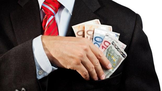 Per gli operai più poveri solo briciole. Hanno conteggiato nella riduzione del cuneo fiscale anche gli 80 euro di Renzi, l'aumento reale in busta paga si riduce a 4 euro lordi. Sono dei veri truffatori.