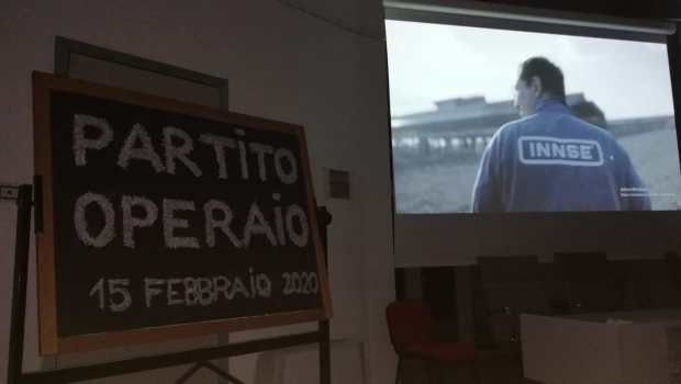 Brevi note sulla proiezione del film di sabato 15 febbraio a Marigliano (NA) sulla lotta degli operai della INNSE. L'iniziativa  è stata organizzata da un gruppo di operai che si muovono per costruire un proprio partito indipendente.