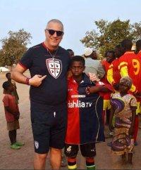Agostino in Benin dove presta servizio come medico per Missione Africa Onlus
