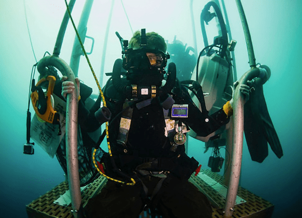 Navy Diver (ND): 2019 Career Details [Requirements, Training, & More]