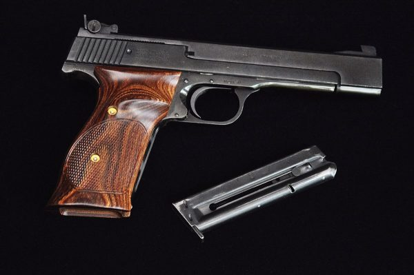 1200px-Smith_and_Wesson_Model_41_-_1972
