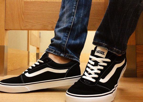 sneakers-2853769_1280