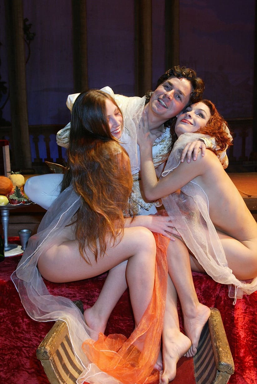 Hot young nude ladies in opera